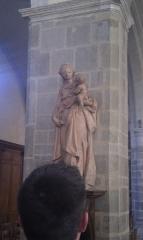 Eglise Saint-Vénérand - Français:   Statue de la Vierge à l\'enfant dans l\'eglise Saint Venerand à Laval