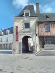 Immeuble dit de Maistre Julien Briand - Français:   Musée du château de la ville de Laval (53) le 11 avril 2017.