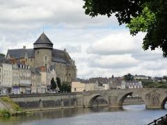 Vieux pont sur la Mayenne -  Laval, Mayenne, France.
