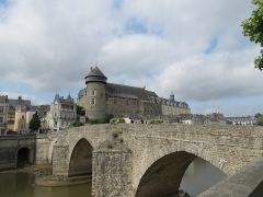 Vieux pont sur la Mayenne - This image was uploaded as part of Wiki Loves Monuments 2012.