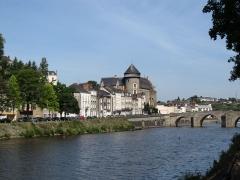 Vieux pont sur la Mayenne - English: Laval, Mayenne, France.