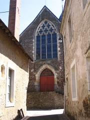 Eglise Saint-Denis - English: St. Denis' church seen from the street, in Saint-Denis-d'Anjou, Mayenne, France.
