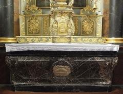Eglise paroissiale - Français:   Maître-autel et retable de l\'église Notre-Dame-de-l\'Assomption de Brecé (53). Autel et tabernacle.