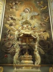 Eglise paroissiale - Français:   Maître-autel et retable de l\'église Notre-Dame-de-l\'Assomption de Brecé (53). Dais d\'exposition.