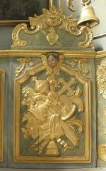 Eglise paroissiale - Français:   Maître-autel et retable de l\'église Notre-Dame-de-l\'Assomption de Brecé (53). Trophées liturgiques.