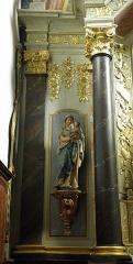 Eglise paroissiale - Français:   Maître-autel et retable de l\'église Notre-Dame-de-l\'Assomption de Brecé (53). Statue de la Vierge à l\'Enfant.