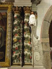 Eglise paroissiale - Français:   Retable de Notre-Dame-de-Pitié en l\'église Notre-Dame-de-l\'Assomption de Brecé (53). Colonnes torses et quenouille.