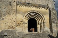 Eglise Saint-Aubin - Deutsch: Kirche Saint-Aubin in Bazouges-sur-le-Loir im Département Sarthe (Pays de la Loire/Frankreich), Westportal