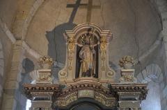Eglise Saint-Aubin - Deutsch: Kirche Saint-Aubin in Bazouges-sur-le-Loir im Département Sarthe (Pays de la Loire/Frankreich), Altarauszug mit der Skulptur des hl. Albinus von Angers