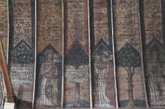 Eglise Saint-Aubin - Deutsch: Kirche Saint-Aubin in Bazouges-sur-le-Loir im Département Sarthe (Pays de la Loire/Frankreich), bemalte Holzdecke aus der ersten Hälfte des 16. Jahrhunderts; Darstellung: Apostel, Text des Glaubensbekenntnisses