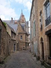 Sol de maison à maison -  Une ruelle du Vieux Mans non loin de la cathédrale