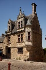 Sol de maison à maison - English: Maison canoniale Saint-Paul, rue des Chanoines 26; Le Mans, Sarthes, Pays de la Loire, France;; ref: PM_093875_F_Le_Mans;; Photographer: Paul M.R. Maeyaert; www.pmrmaeyaert.eu; © Paul M.R. Maeyaert; pmrmaeyaert@gmail.com; Cultural heritage; Europeana; Europe/France/Le Mans;