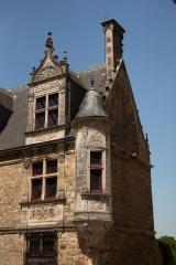 Sol de maison à maison - English: Maison canoniale Saint-Paul, rue des Chanoines 26; Le Mans, Sarthes, Pays de la Loire, France;; ref: PM_093878_F_Le_Mans;; Photographer: Paul M.R. Maeyaert; www.pmrmaeyaert.eu; © Paul M.R. Maeyaert; pmrmaeyaert@gmail.com; Cultural heritage; Europeana; Europe/France/Le Mans;