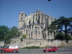 Sol de maison à maison - La cathédrale vue de face