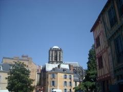 Sol de maison à maison - La cathédrale vue du square du Tunnel