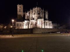 Sol de maison à maison - Cathédrale Saint-Julien - vue de nuit depuis la place des Jacobins