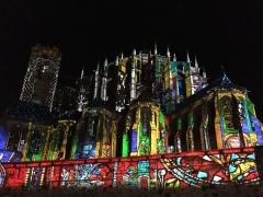 Sol de maison à maison - Cathédrale du Mans lors de la nuit des chimères