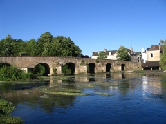 Pont sur l'Huisne - English: The Roman bridge of Montfort-le-Gesnois, Sarthe, France.