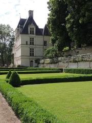 Château de Poncé - Français:   Vue sur le château depuis les jardins.