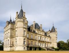 Château et ses communs - Deutsch: Schloss le Luart