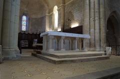 Eglise - Français:   L'autel de l'église Notre-Dame-des-Anges d'Angles.