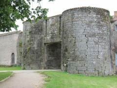 Château - English: Apremont: castle entrance