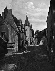 Motte féodale - Deutsch: Innenhof der Burg Châteauneuf-en-Auxois