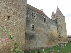 Motte féodale - English: Chateauneuf castle (Côte d'Or, France) - Eastern wall.