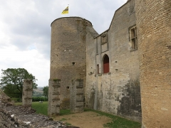 Motte féodale - English: Chateauneuf castle (Côte d'Or, France) - Southern wall.
