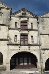 Immeuble - Deutsch: Gebäude, Place Belliard, in Fontenay-le-Comte im Département Vendée (Pays de la Loire/Frankreich)
