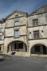 Immeuble - Deutsch: Gebäude, Place Belliard, in Fontenay-le-Comte im Département Vendée (Pays de la Loire/Frankreich)