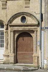 Immeuble - Deutsch: Hôtel de la Pérate (Maison de François Viète), 30 rue Gaston-Guillemet, in Fontenay-le-Comte im Département Vendée (Pays de la Loire/Frankreich), Portal