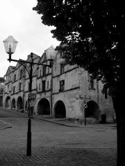 Maison à arcades -  Rue dans Fontenay le comte Vendée (85) / Street in Fontenay-le-Comte