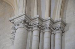 Eglise - Deutsch:   Katholische Kirche Notre-Dame-de-l'Assomption in Longeville-sur-Mer im Département Vendée (Pays de la Loire/Frankreich), Kapitelle