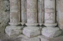 Eglise - Deutsch:   Katholische Kirche Notre-Dame-de-l'Assomption in Longeville-sur-Mer im Département Vendée (Pays de la Loire/Frankreich), Säulenbasen