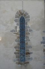 Eglise - Deutsch:   Katholische Kirche Notre-Dame-de-l'Assomption in Longeville-sur-Mer im Département Vendée (Pays de la Loire/Frankreich), Fenster