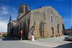 Eglise - Deutsch: Vouvant, romanische Kirche, Ansicht von NW