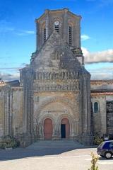 Eglise - Deutsch: Vouvant, romanische Kirche, Fassade nördlicher Querhausarm