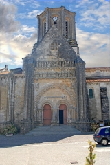 Eglise - Deutsch: Vouvant, romanische Kirche, Fassade, nördlicher Querhausarm