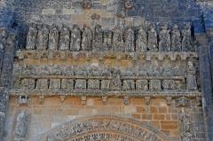 Eglise - Deutsch: Vouvant, roman. Kirche, Fassadenreliefs