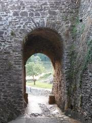Enceinte fortifiée - La poterne, dernière entrée de la ville fortifiée encore existante.