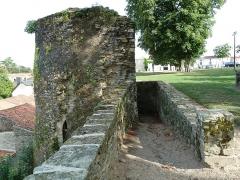 Enceinte fortifiée -  Fortification près de la tour Mélusine à Vouvant, Vendée
