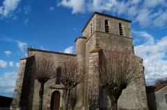 Eglise du Simon-la-Vineuse - Français:   L'église Saint-Pierre du Simon depuis le chemin de l'Église.