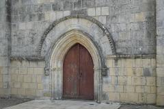 Eglise - Deutsch: Katholische Kirche Notre-Dame-de-l'Assomption in Puyravault im Département Vendée (Pays de la Loire/Frankreich), Portal