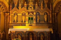 Eglise Saint-Nicolas - English: Close view of the high altar of the church, looking east.