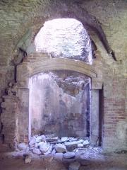 Porte de l'ancienne église abbatiale de Notre-Dame du Voeu -  Abbaye Notre-Dame du Voeu, Cherbourg-Octeville -  Cuisines: Cheminée