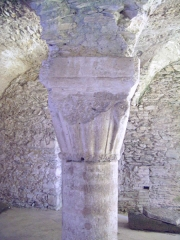 Porte de l'ancienne église abbatiale de Notre-Dame du Voeu -  Abbaye Notre-Dame du Voeu, Cherbourg-Octeville -  Cuisines: Chapiteau du XIIIe s.
