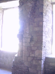 Porte de l'ancienne église abbatiale de Notre-Dame du Voeu -  Abbaye Notre-Dame du Voeu, Cherbourg-Octeville -  Cuisines: restes des anciennes ouvertures.