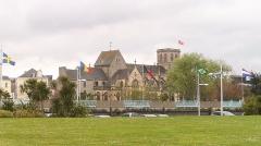Basilique Sainte-Trinité - Français:   La basilique Sainte-Trinité est un édifice religieux gothique situé à Cherbourg-Octeville, l\'un des plus anciens monuments de la ville.