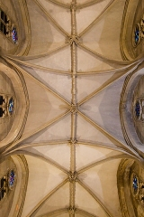 Basilique Sainte-Trinité - English: Cross rib vaults in the nave.